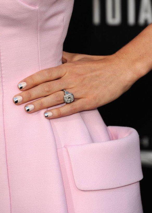 jessica-biel-nails-half-moon-manicure-total-recall-premiere