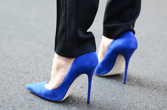 NobodyKnowsMarc.com Gianluca Senese milan fashion week street style details shoes blue suede stiletto
