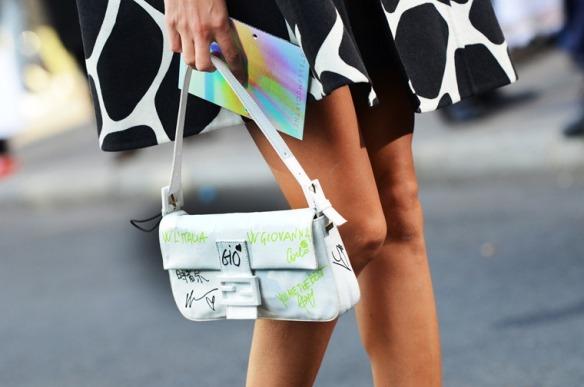 NobodyKnowsMarc Gianluca Senese giovanna battaglia fendi bag paris fashion week street style _thumb[2]