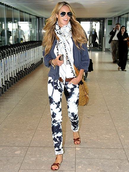 la-modella-mafia-Elle-Macpherson-at-Londons-Heathrow-airport