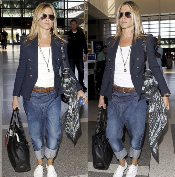 la-modella-mafia-Model-Street-Style-Jennifer-Aniston-airport-chic-in-a-Balmain-Black-Bird-Print-Silk-Scarf-2