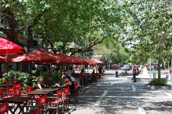 mendoza-patio-dining