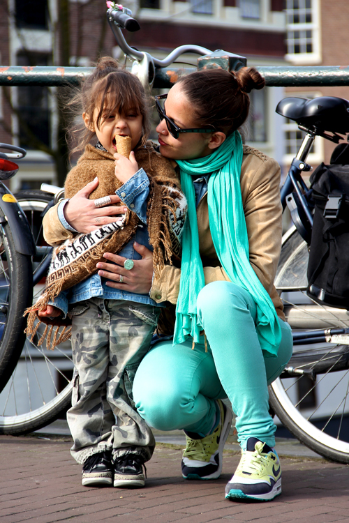 Fashion-Population_Amsterdam-Street-Style_Ice-Cream_Poncho_Mint-Color